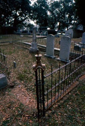 biloxi-cemetery-7-nicole-young_jpg